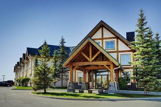 Lakeview Inns & Suites - Okotoks: Exterior
