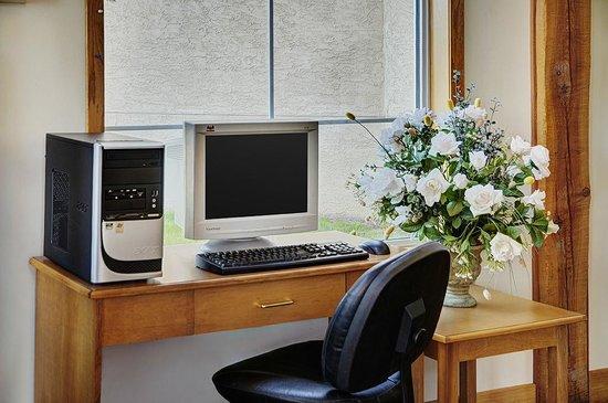 Lakeview Inns & Suites - Okotoks : Business Centre