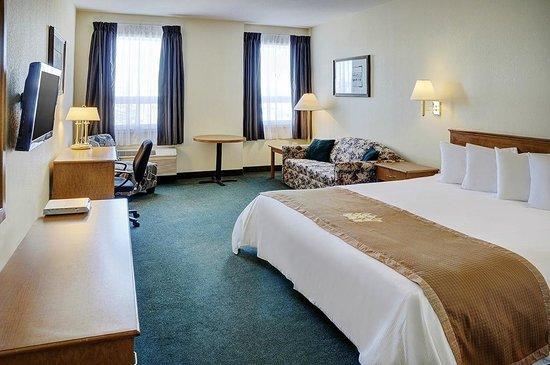 Lakeview Inns & Suites - Okotoks : Okotoks - King Guestroom - Upstairs (1K NS UP)