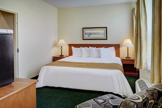 Lakeview Inns & Suites - Okotoks : Okotoks - King Jacuzzi Suite (JAC SUITE) (2)