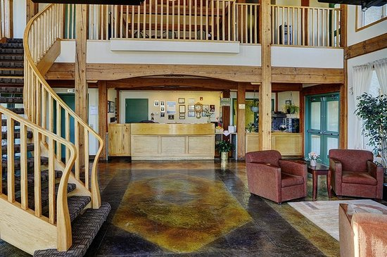 Lakeview Inns & Suites - Okotoks: Lobby