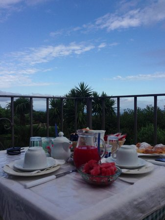 Villa Damecuta: breakfast on the terrace