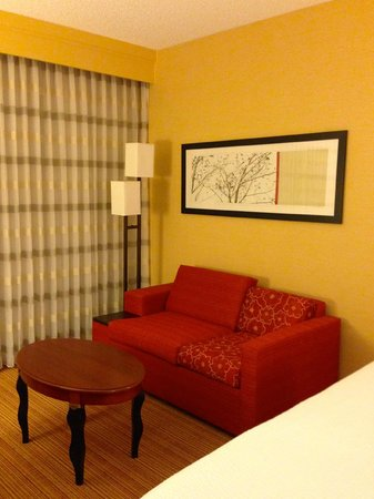Courtyard by Marriott Phoenix Camelback: room