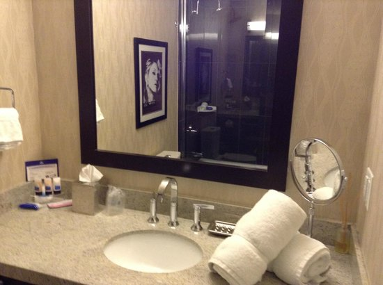 BEST WESTERN PREMIER C Hotel By Carmen's : Bathroom