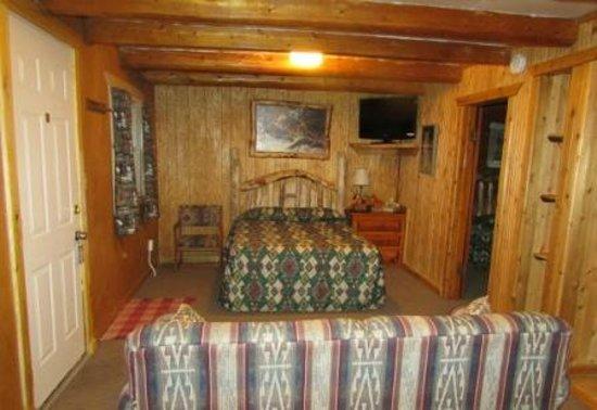 Ute Bluff Lodge, Cabins & RV Park: Cabin Interior