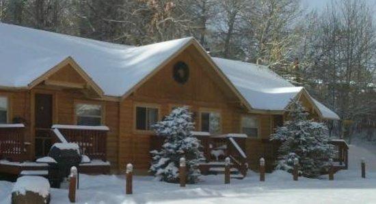 Ute Bluff Lodge, Cabins & RV Park: Cabin Exterior Winter