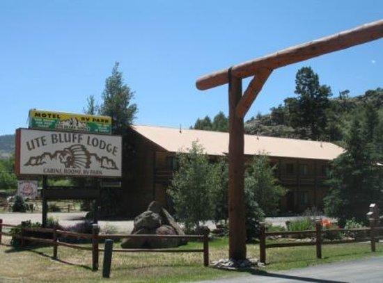 Ute Bluff Lodge, Cabins & RV Park: Main Entrance