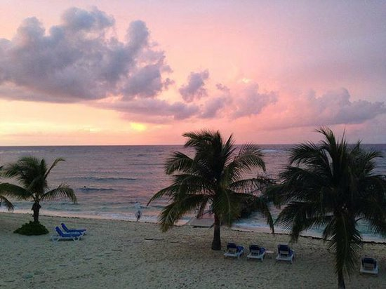 Wyndham Reef Resort : Sunset pic from our balcony