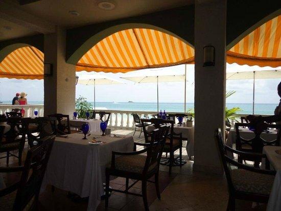 Sandals Grande Antigua Resort & Spa: Bayside  - The perfect breakfast spot
