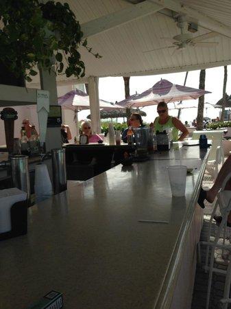 Sandcastle Resort at Lido Beach : Tiki bar