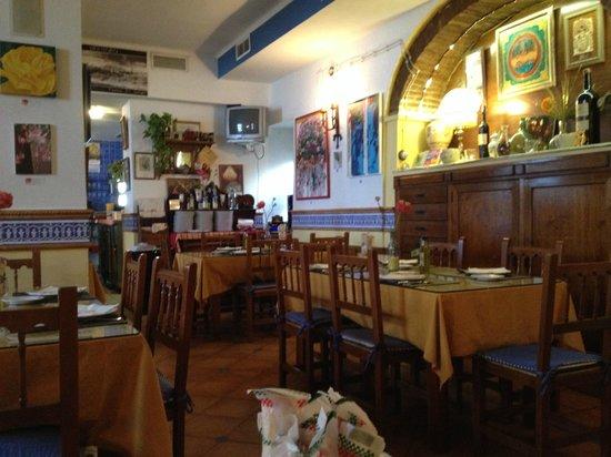 Taberna La Viuda: 店内はシンプルだけど味がある