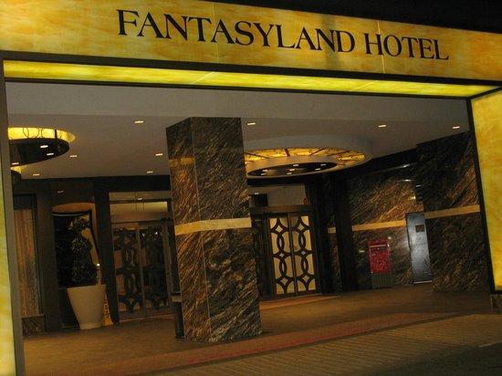 Fantasyland Hotel & Resort: entrance