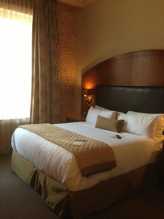 The Mining Exchange a Wyndham Grand Hotel & Spa: bedroom - high ceilings, comfy bed