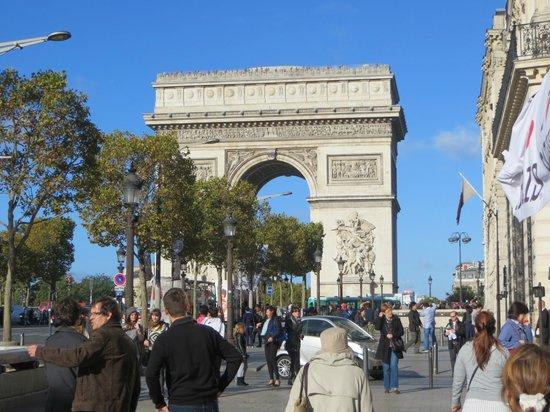 Hotel Lancaster Paris Champs-Elysees: Arch de Triumph