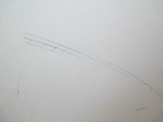 Sheraton Porto Hotel & Spa: on room wall