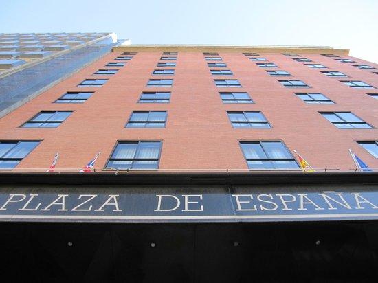 Espahotel Plaza de Espana: Fachada vista desde la base.