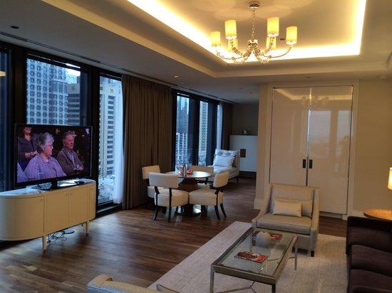 Travelle Kitchen + Bar: Jr. Suite