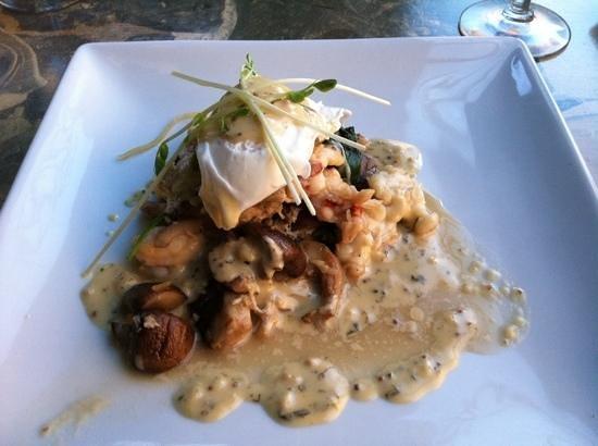 Millennium Artisan Restaurant: lobster brunch special- yum!