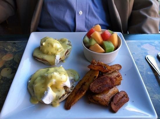 Millennium Artisan Restaurant: Eggs Benedict at brunch