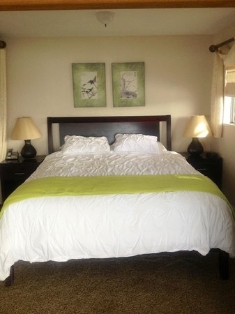 Inn at Schoolhouse Creek: Comfy and beautiful bed