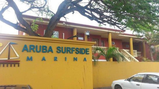Aruba Surfside Marina : Front of hotel