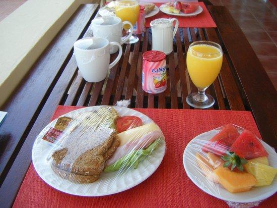 Aruba Surfside Marina: Breakfast