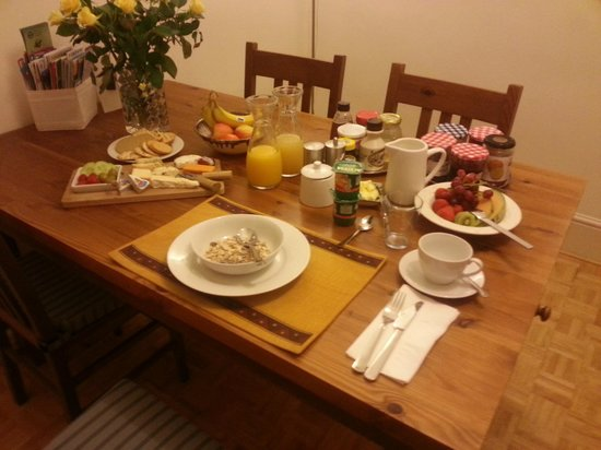 John and Norma's Homestay B&B: Breakfast for 1 served in breakfast room