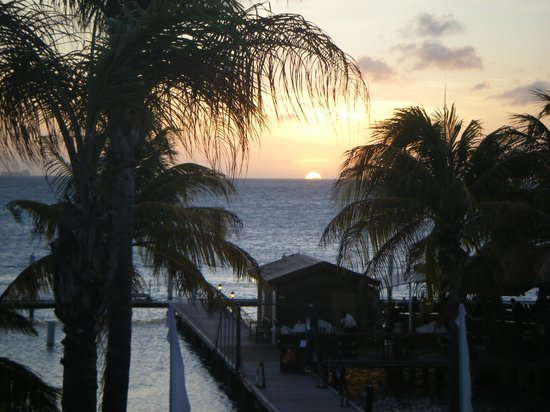 Aruba Surfside Marina: Sunset view from balcony