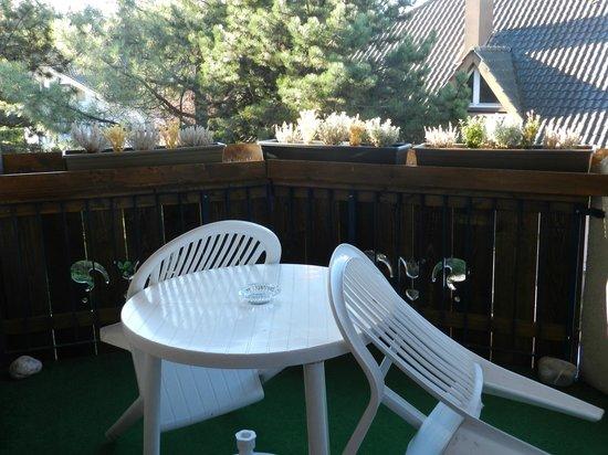 Coté Chalet Résidence Hostel Lounge : balcon confort