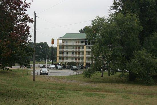 Super 8 Memphis/Dwtn/Graceland Area: The hotel