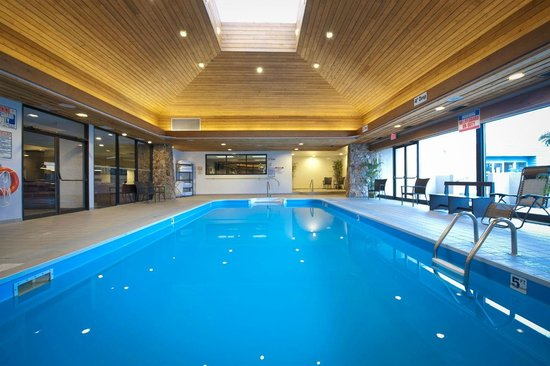 The Thompson Hotel and Conference Centre: Pool & Hot Tub