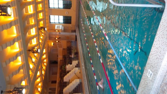 InterContinental Chicago: Gangster Pool :)