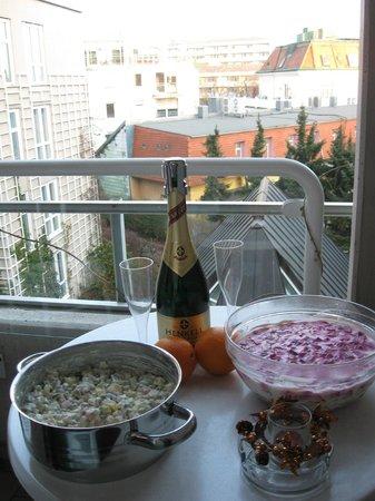 Derag Livinghotel Kaiser Franz Joseph: Традиционный предновогодний набор на балконе номера))