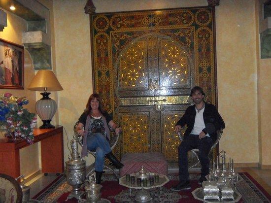 Hotel Sofia: salon junto a la recepcion del hotel