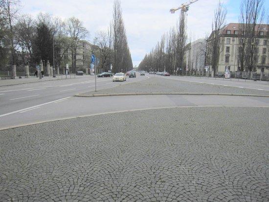 Siegestor: Entorno visto desde la Puerta de la Victoria.