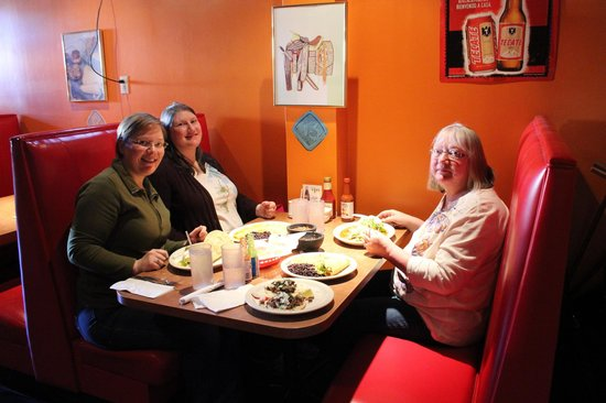 La Mexicana: Sydney, Lindsey, & Pamela Everhart