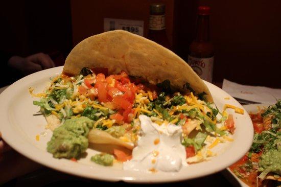 La Mexicana: Hard shell chicken toco