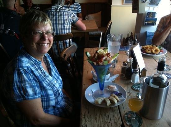 Ferry Boat Inn: Enjoying the prawn cocktail!