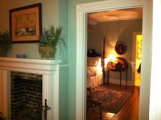 Colonel's Cottage Inns: From one bedroom to another