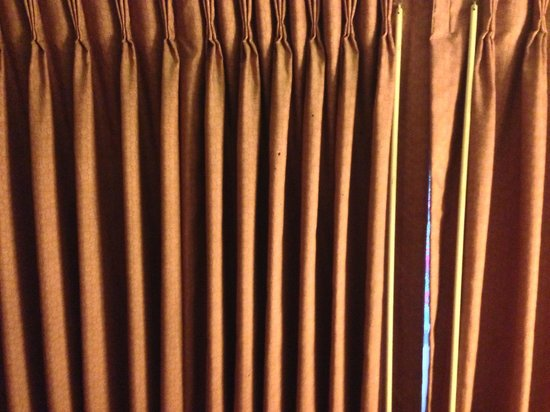 Blue Lagoon Inn: Bedroom curtains. Stained, but functional.