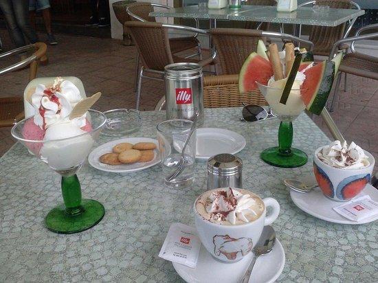 Gelateria Italiana Alberto : De todo un poco....cafe y heladooooo