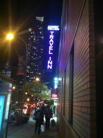 Travel Inn Hotel New York : Front Entrance