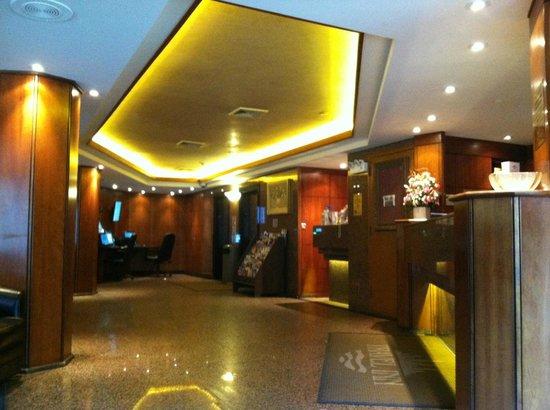 Travel Inn Hotel New York : Front Lobby
