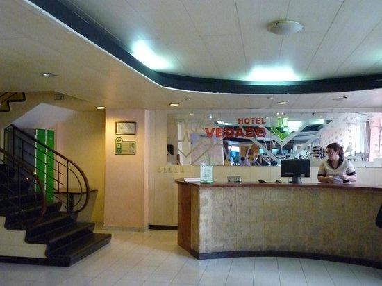 Hotel Vedado: Hotel lobby