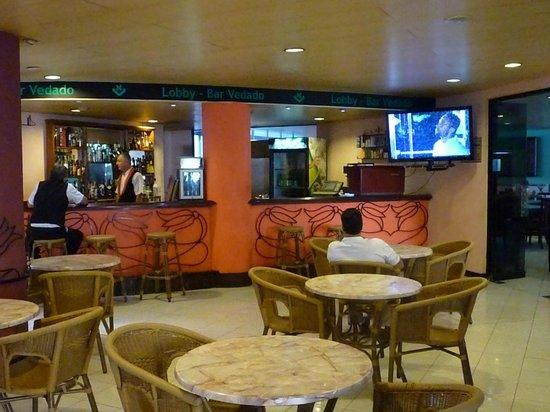 Hotel Vedado: pub next to the lobby