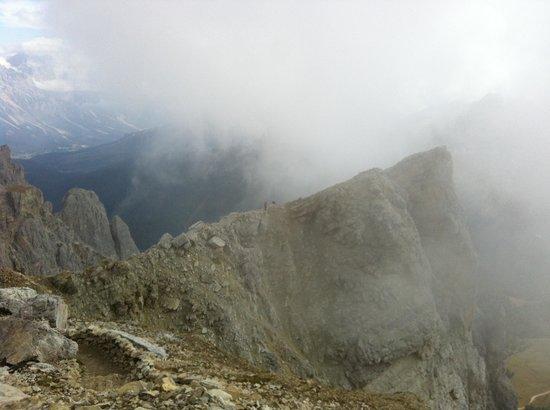 Rifugio Lagazuoi : Walking the ridge!