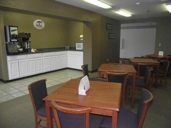 Americas Best Value Inn - Smackover: Breakfast Area