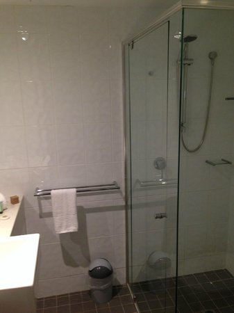 Coolum Seaside Resort: Bathroom 2