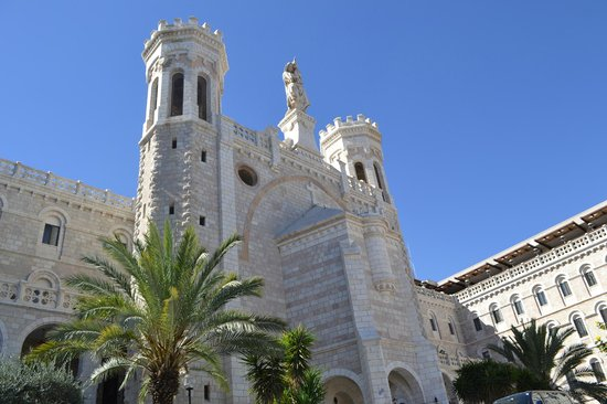 Notre Dame Guest House: El Hotel desde la entrada principal