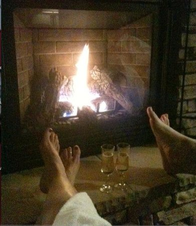 Sierra Nevada Resort & Spa: Relaxing in front of the fire